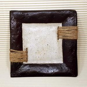 plato pasta piedra borde marrón