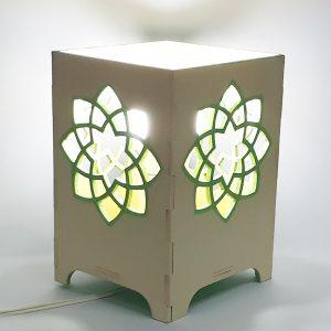 Velador con flor de loto calada en MDF pintado