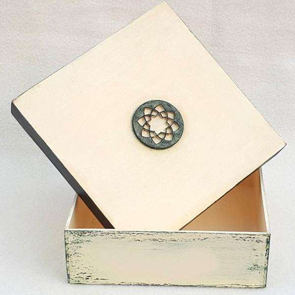Caja pintada con inclusión 00102